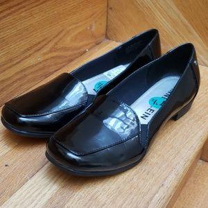 Anne Klein patent black flats